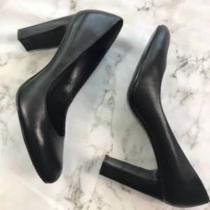 Banana Republic Black Leather Chunky Heel Pumps